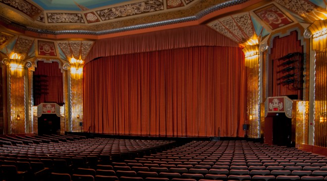Inside-Paramount-Theatre-from-Row-DD-Seat-30-Right-660x367